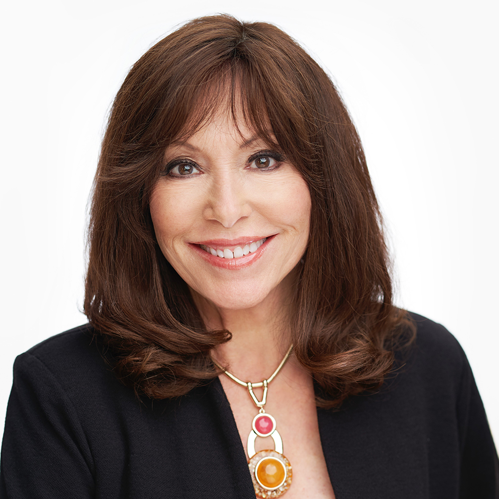 Jolie Hernandez, pacific palisades, top agent, headshot, edlen team, realtor, real estate agent, brentwood, santa monica, real estate,
