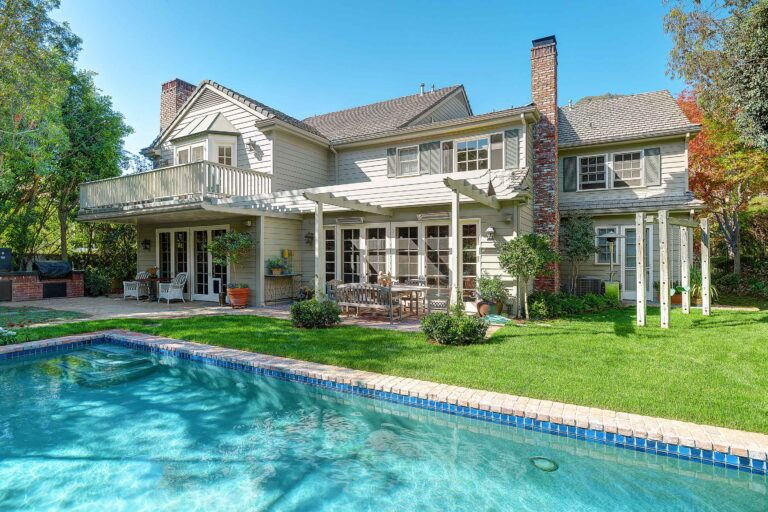 1450 Bienveneda backyard
