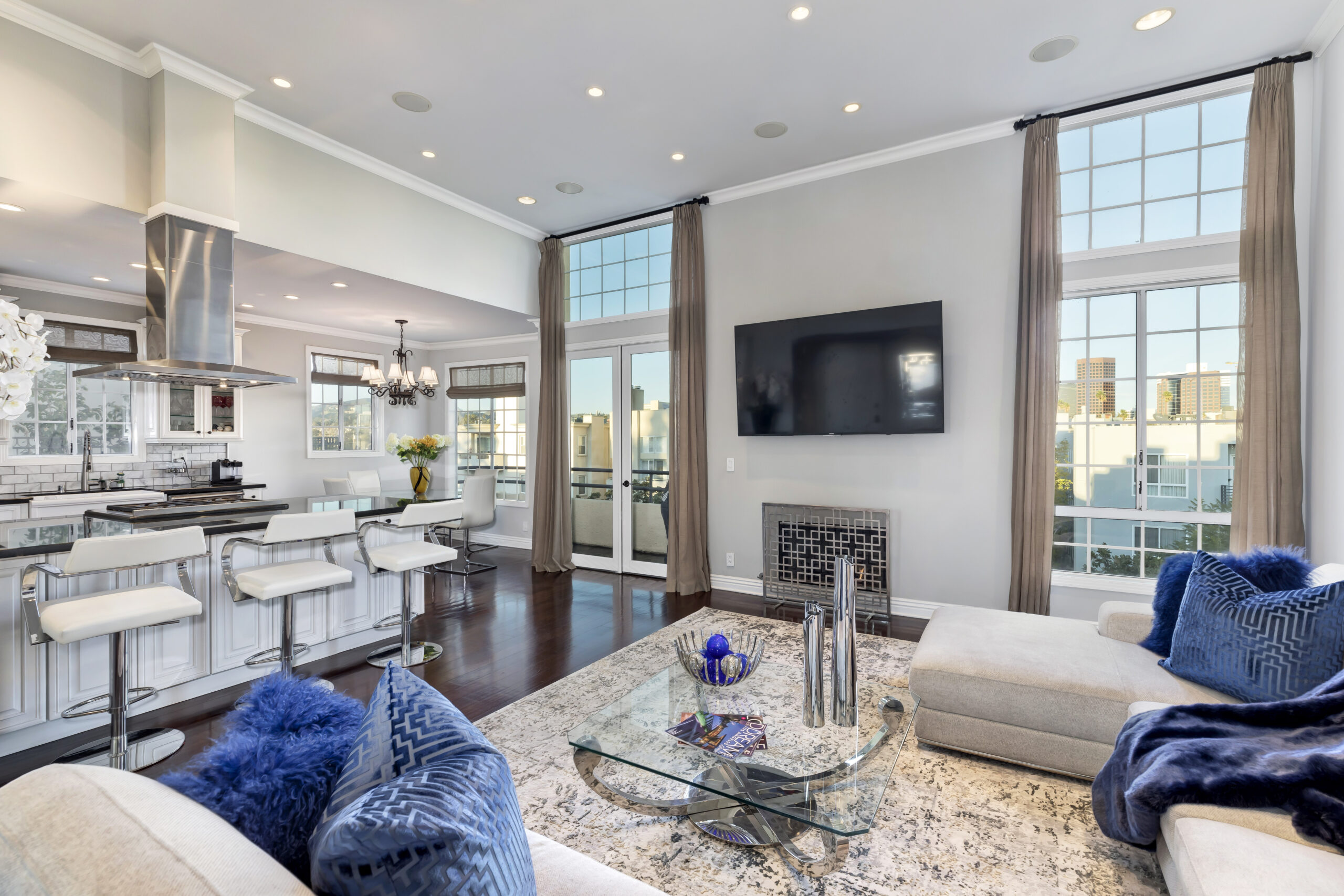 1169 Wellesley interior home staged