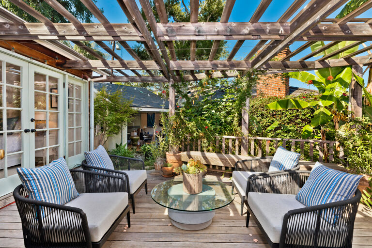 517 Muskingum Place, Palisades back patio and private yard