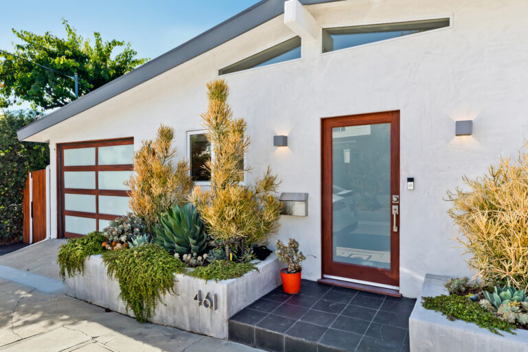 Modern home curb appeal